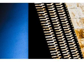 ocre et bleue